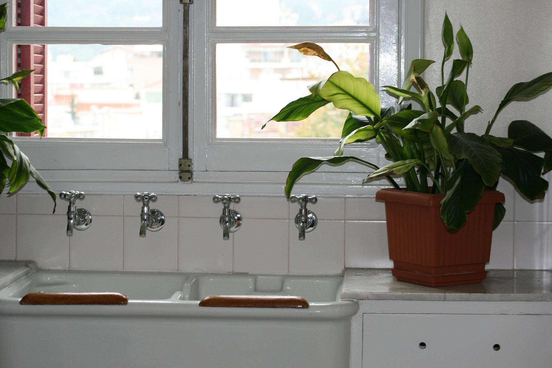 5 Types Of Kitchen Windows To Choose From
